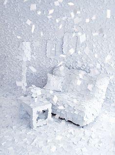 Hiver 1972, c'est le nom de l'installation du jour crée par Adrian Merz ! Son idée : évoquer la mémoire et ses fragments en recouvrant une pièce entière à l'aide de Post-it le tout pour évoquer un paradis hivernale…