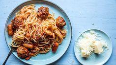 Spagetti à la Capri - Oppskrift - Godt.no Penne, Pasta, Spaghetti Bolognese, Polenta, Cooking, Ethnic Recipes, Food, Tortillas, Wraps