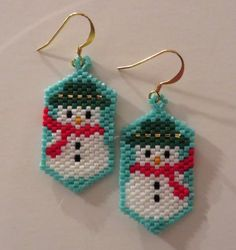 Snowman beaded earring on a blue background by AngelInc on Etsy Beaded Earrings Native, Beaded Earrings Patterns, Seed Bead Patterns, Beading Patterns, Hoop Earrings, Beaded Bracelets, Beaded Crafts, Beaded Ornaments, Jewelry Crafts