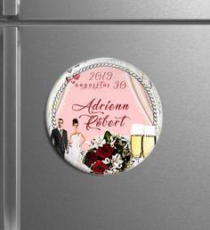 Egyedi hűtőmágnesek - Menyaklub köszönőajándék, esküvői mágnes, kreatív köszönő ajándék, save the date card. kör mágnes. Minden elképzelést valóra váltunk! Save The Date Card, Minden, Snow Globes, Decorative Plates