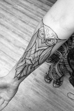 BLACK AND WHITE DESIGN ON FOREARM