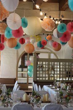 Pompom-Himmel, Pastell und Vintage Hochzeit in zarten Regenbogenfarben, Riessersee Hotel, Garmisch, Bayern, vintage lake-side wedding in pastel colours, Germany, Bavaria, wedding destination