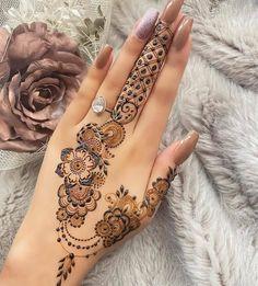 Beautiful Hand Mehndi Designs 2021 Pretty Henna Designs, Modern Henna Designs, Latest Henna Designs, Henna Tattoo Designs Simple, Finger Henna Designs, Back Hand Mehndi Designs, Full Hand Mehndi Designs, Henna Designs Easy, Mehndi Designs For Fingers