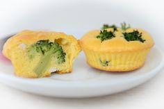 Brioșe cu broccoli (de la 8 luni) | Bucataria lui Andrei Clean Eating Breakfast, Baby Food Recipes, Sushi, Breakfast Recipes, Muffin, Banana, Cooking, Ethnic Recipes, Broccoli