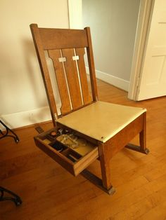Sewing Chair - store things you need to access under the seat - can't get buried! Sewing Table, Sewing Box, Mission Furniture, Diy Furniture, Sewing Room Organization, Quilting Room, Sewing Baskets, Sewing Rooms, Arts And Crafts Movement