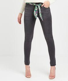 Jean slim avec ceinture femme DARK GREY - Grain de Malice Jeans Slim, T Shirt, Suits, Fashion, Supreme T Shirt, Moda, Tee Shirt, Fashion Styles, Suit