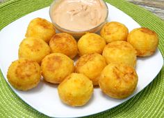 Bolitas de Yuca y Queso Fried Yucca and Cheese Balls