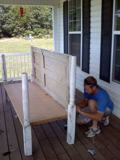 Cut the door in half is for seat and back? *Redneck Martha Stewart: Daybed for porch made out of old doors and porch post Furniture Projects, Furniture Makeover, Diy Furniture, Diy Projects, Luxury Furniture, Repurposed Items, Repurposed Furniture, Repurposed Doors, Ideas Paso A Paso