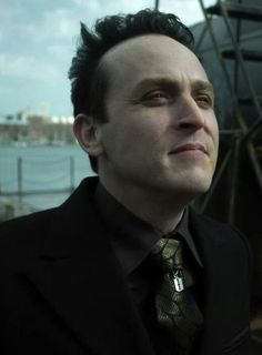 Oh my god, he has a razor blade on his tie Gotham Characters, Penguin Gotham, Robin Taylor, Gotham Tv Series, Batman, Lord & Taylor, Marvel Dc, Penguins, Beautiful People