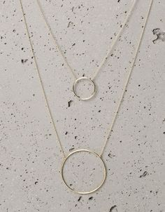 Bershka Croatia - Geometric spheres necklaces too bad these aren't on their website WTH! Dainty Jewelry, Simple Jewelry, Cute Jewelry, Jewelry Gifts, Jewelery, Silver Jewelry, Jewelry Necklaces, Silver Ring, Silver Earrings