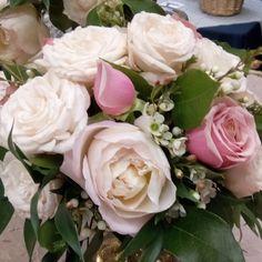Designing floral arrangements for your special event!  BWEvents brookeward.events@gmail.com 559.280.9991 www.brookewardevents.com