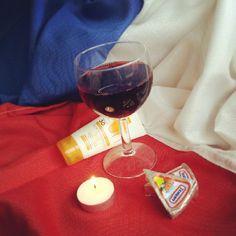 """@sarah de meersman's photo: """"#synchroonkijken #dag 3 mijn #zomer #gezelligheid #warmte #france #wijn #kaas #zon #zon #zon #frankrijk #vrienden #relaxen"""""""