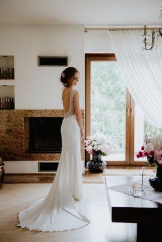 Suknie - Suknia ślubna Pronovias Orsola - 4 750,00zł Formal Dresses, Wedding Dresses, White Dress, Bride, Model, Weddings, Fashion, Dresses, Bride Gowns