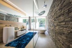 Wellnessoase : Baños de estilo moderno de Die HausManufaktur GmbH