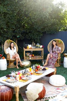 How To Host A Chic Outdoor Boho Engagement Party. Check out tips on how to create an organic, bright sumer ready backyard tablescape you can use for dinner parties, engagement parties, bridal showers, and baby showers. Morrocan Theme Party, Moroccan Party, Moroccan Theme, Outdoor Bridal Showers, Bridal Shower Decorations, Chic Wedding, Summer Wedding, Party Planning, Wedding Planning
