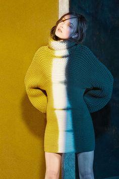 Viviane Sassen Yumi Lambert for Christian Wijnants Knit Fashion, Fashion Art, High Fashion, Womens Fashion, Fashion Design, Fashion Shoot, Editorial Fashion, Moda Crochet, Crochet Fall