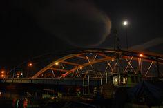 青森市青柳橋と月
