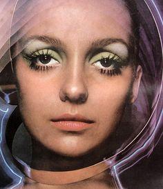 back to the space age fashion Retro Makeup, Vintage Makeup, Patti Hansen, Space Girl, Space Age, Lauren Hutton, Celine Dion, Foto Portrait, Space Fashion