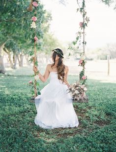 Romantic Hawaiian Wedding at Puakea Ranch: Alexis + Ben | Green Wedding Shoes Wedding Blog | Wedding Trends for Stylish + Creative Brides