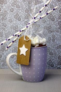 Mhhhhh dieses süße Geschenk passt perfekt in die Weihnachtszeit...wenn es draußen kalt ist, kann man es sich mit selbst gemachter heißer Schokolade gemütli