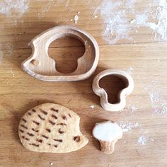 Cookies cutter hedgedog in wood Design: MilkyWood  https://www.etsy.com/fr/shop/MilkyWood?ref=hdr_shop_menu