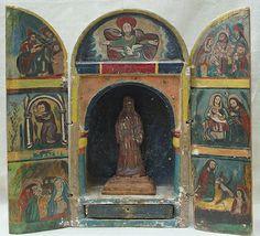 Nicho con 7 escenas de Jesús pintadas en las puertas y copete.Colonial boliviano. Siglo XVIII. Policromado.Med:43x46x14 cms.