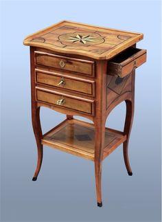 Table dauphinoise en Cerisier d'époque Louis XV http://www.galerie-clostermann.com/meubles/sellettes-et-gueridons/table-dauphinoise-vers-1760/