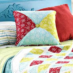 Four-Square Pillow DIY ... http://www.bhg.com/decorating/do-it-yourself/accents/simple-sew-pillows/#