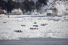 Et les courses de canot, hiver comme été :   15 paysages d'hiver inoubliables que vous ne verrez qu'au Québec