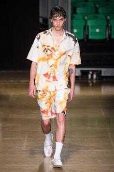 MSGM Spring 2020 Menswear Fashion Show Collection: See the complete MSGM Spring 2020 Menswear collection. Look 19 Men's Fashion, Only Fashion, Runway Fashion, Korean Fashion, Fashion Outfits, Fashion Design, Fashion Trends, Couture Fashion, Fashion Spring