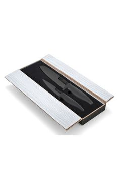 Coffret de deux couteaux noirs lames en céramique. Un couteau d'office lame 10 cm et un couteau de cuisine lame 15 cm. #ceramique #SabatierInternational