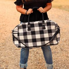 Totes, Purses, Bags - Florence Duffel Weekender Bag In White Plaid Fall Fashion Trends, Trendy Fashion, Winter Fashion, Boutique Clothing, Fashion Boutique, Cargo Vest, Travel Must Haves, Badass Style, White Plaid