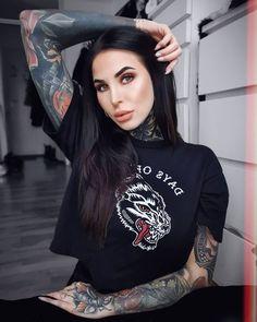 Hot Tattoos, Girl Tattoos, Tattoos For Women, Krystal Clear Makeup, Tattoed Women, Tattooed Girls, Hot Tattoo Girls, Stunning Makeup, Tattoo Models
