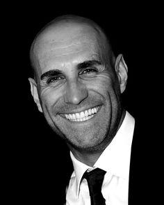 Fai si che il tuo sorriso risplenda di Luce contagiando chi si sofferma a guardarlo, perché donare un sorriso è come donare una parte di sé...  (Luca B.)🕉 www.luca-b.it #lucab