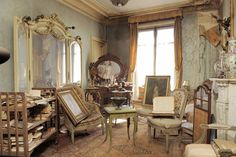 When a 91-year-old woman died in 2010, her family discovered she owned an apartment that she had abandoned in perfectly preserved—and decorated—condition over 70 years ago.