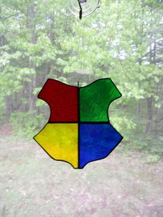 Hogwarts Crest Stained Glass A simple set of crests from different genres Stained Glass Projects, Stained Glass Patterns, Stained Glass Art, L'art Du Vitrail, Theme Harry Potter, Hogwarts Crest, Stained Glass Christmas, Doodle Drawings, Light Art