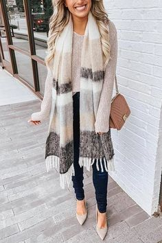 Extremely Gorgeous Winter Wear Ideas For Women To Be Stylishly Class Apart – Page 4 – Style O Check wintermode Winter Fashion Outfits, Fall Winter Outfits, Look Fashion, Autumn Winter Fashion, Winter Wear, Winter Clothes, Winter Scarf Outfit, Christmas Outfits For Women, Latest Fashion