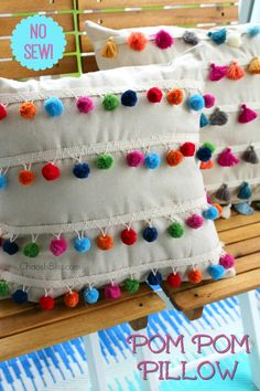 Sewing Pillows You won't believe how easy it is to make this DIY No Sew Pom Pom Pillow! - You won't believe how easy it is to make this DIY No Sew Pom Pom Pillow! Using just a few craft supplies you can make this cute pillow. Diy Home Crafts, Craft Stick Crafts, Crafts For Kids, Crochet Cushions, Sewing Pillows, Cute Pillows, Diy Pillows, Decorative Pillows, Pillow Crafts