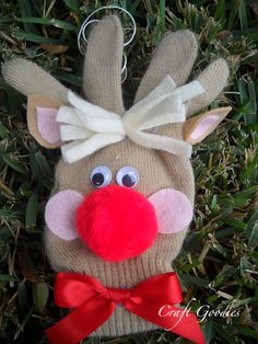 A great one for the kiddos to make - a reindeer ornament from a stretchy glove and some fun embellishments.