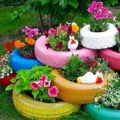Easy Diy Garden Projects You'll Love Container Flowers, Container Plants, Container Gardening, Container Design, Gardening Books, Garden Crafts, Garden Projects, Garden Art, Garden Renovation Ideas