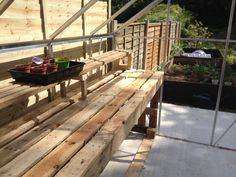 Greenhouse staging made out of pallets. Greenhouse staging made out of pallets. Greenhouse Staging, Greenhouse Shelves, Pallet Greenhouse, Greenhouse Interiors, Greenhouse Plans, Greenhouse Gardening, Greenhouse Benches, Greenhouse Film, Pallets Garden