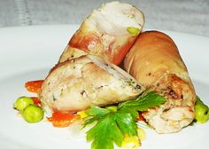 Reteta culinara Rulouri din pulpe de pui cu legume din categoria Mancaruri cu carne. Cum sa faci Rulouri din pulpe de pui cu legume