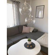 Instagram photo 2017-05-26 05:23:31 Vi flyttade till vårt hus hösten -14 & sen dess har jag varit så less på lamporna i vardagsrummet men inte riktigt hittat några jag velat ha som även gått ha ovanför matbordet vi har här inne, men nu så!! #jakobsbyn från #ikea blev precis som jag tänkt! #vardagsrum#interior#inredningsinspo#inspiration#myhome#mitthem#hmhome#tvrum#lampor