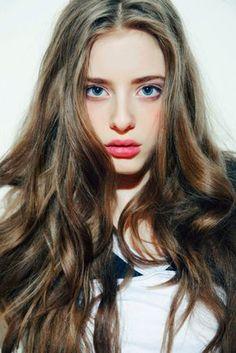 Beautiful long hair on model Ashlyn Pearce, the perfect multi toned shades of brown. Her tumblr: ashlynpearce.tumblr.com