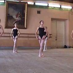 Ballet Gif, Ballet Dance Videos, Dance Tips, Dance Choreography Videos, Dance Poses, Ballet Dancers, Vaganova Ballet Academy, Flexibility Dance, Dancer Workout