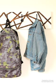 DIY: backpack hanger