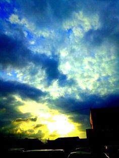 Friday sun is saying goodbye ヽ(^。^)丿 — #Friday #sunset #andrography #photography #nature #streamzoo • MyajaTani on Streamzoo