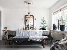 Yellow house on the beach: beamed ceilings, rustic and Christmas home
