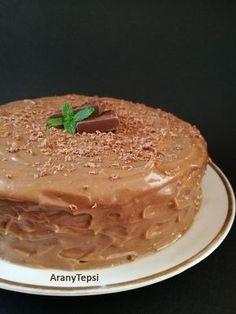 Párom szülinapjára készült ez a roppant egyszerű és kisméretű torta. A piskóta receptjét már korábban bemutattam ITT . Ez volt eddigi k...