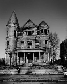 Ouerbacker Mansion - Louisville, Kentucky. The house I always dreamed of owning. ;)